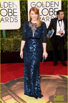 Bryce Dallas Howard Is a Blue Beauty at Golden Globes 2016!   bryce dallas howard golden globes 2016 02 - Photo