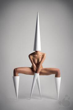 Olga Zavershinskaya é uma fotógrafa russa que vive atualmente na República Checa. Suas imagens são caracterizadas pelo equilíbrio entre o conceito e método de expressão. Seu tema preferido é o corp…