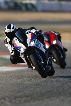 The new BMW S 1000 RR steam hammers with 207 hp - Motorräder - Motos Street Fighter Motorcycle, Motorcycle Bike, Bike Bmw, Bmw S1000rr, Nova Bmw, Moto Wallpapers, Bmw Electric, Cb 1000, Bmw Sport