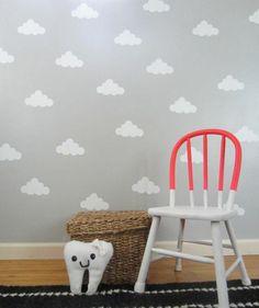 Kinderzimmer Deko selber machen gestalten grau wolken tapeten