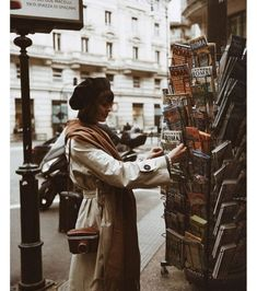 Postcard from Rome 💌📽 Street Photography, Portrait Photography, Fashion Photography, Aesthetic Photo, Aesthetic Pictures, Love Style Life, Fotografia Retro, Style Parisienne, Photographie Portrait Inspiration