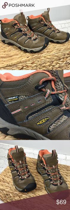 Keen mid waterproof hiking boots Sz 6 Keen mid waterproof hiking boots  Size 6  Equipped with Keen-Dry waterproof membrane as well as waterproof leather and textile upper to ensure your feet stay dry. Non marking sole. Great preowned condition and ready for the outdoors. Keen Shoes Lace Up Boots