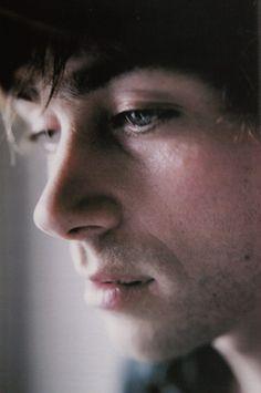 Haha aw I love this photo of Damon Albarn, So dramatic and cute :P