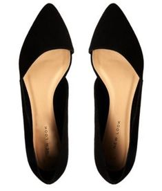 I found a sore style that fits my style and body well. Classy look with comfort. :New Look Jingy Black Asymmetric Pointed Flat Shoes Cute Shoes, Me Too Shoes, Pretty Shoes, Ugg Boots, Shoe Boots, Style Feminin, Mode Glamour, Crazy Shoes, Mode Style