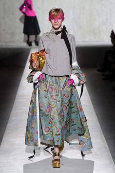 Dries Van Noten Ready-to-Wear Spring 2020 Look 62 Elle Fashion, Fashion Mode, Fashion 2020, Womens Fashion, Fashion Trends, Fashion Week Paris, Spring Fashion, Dries Van Noten, Pull