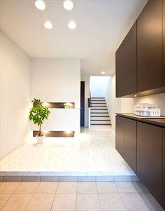 モデルハウスを参考にしたという玄関                                                                                                                                                      もっと見る Interior Architecture, Interior And Exterior, Interior Design, Foyer Staircase, Modern Entry, Timber House, Japanese Interior, House Entrance, Japanese House