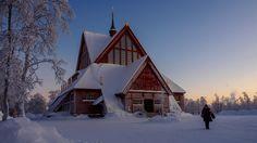 Parce que c'est un pays où on trouve une diversité de paysages à couper le souffle. Des plaines enneigées de Laponie...