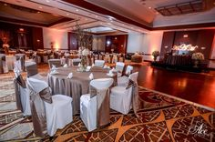 This gorgeous wedding took place at the Nashville Marriott at Vanderbilt!  #w101nashville #nashvillemarriottvanderbilt #nashvilleweddings #hotelweddings #nashvillehotels