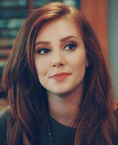 #elçinsangu - Twitter Araması Burgundy Hair, Red Hair, Prettiest Actresses, Gorgeous Redhead, Work Hairstyles, Beautiful Men Faces, Turkish Beauty, Pretty Face, Girl Photo Poses
