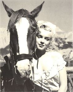 Marylin Monroe is so pretty and classy, unfortunately there aren't many people like her anymore