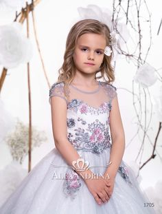 «First communion dress Wedding Girl, Wedding Dresses For Girls, Flower Girl Dresses, Candy Dress, Special Occasion Outfits, Gypsy Dresses, White Peonies, Communion Dresses, First Communion