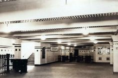 Estación Uruguay de la línea B, 1931. Se observa la escalera, también los molinetes y la oficina de cambios.. Foto: Archivo