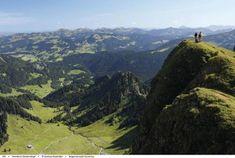 Wanderungen auf die höchsten Gipfel im Bregenzerwald erfreuen mit besonderen Landschaftsimpressionen. Die ausgewählten Gipfel lassen sich auf unterschiedlich schwierigen Wegen erklimmen. Mancherorts verkürzen Seilbahnfahrten den Auf- oder Abstieg. Die große Auswahl an Aktivitäten macht den Sommer hier so besonders und unvergleichlich: Das 4 Sterne Superior Sonne Lifestyle Resort in Mellau hat die besten Tipps für einen Wanderurlaub zusammengestellt... Spa, Wellness, Mountains, Nature, Travel, Outdoor, Alps, Sun, Hiking
