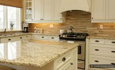 Subway travertine mosaic backsplash tile in this kitchen definitely brings out a truly fashionable touch. With a meticulously designed and crispy giallo ornamental kitchen granite countertop