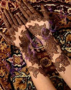 Gorgeous henna...Don't just scroll down, open and see its detailing! work of a real artist!