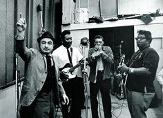 Chicago Blues: Muddy Waters (nummer to fra venstre) i studio sammen ...