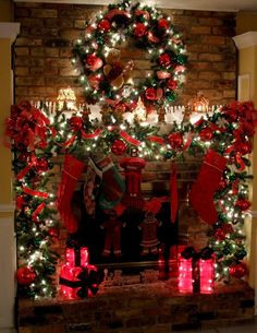 Beautiful Christmas mantel... I'm in love
