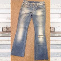 Diesel jeans Sz 27 straight cut cut off hemline These are super cute Diesel jeans Sz 27, 27/34. Louvely wash. Stretch. Fabric content 98% cotton 2% elastane. Diesel Jeans Straight Leg