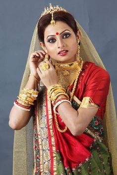 Markings For Gold Jewelry Bengali Bride, Bengali Wedding, Royal Indian Wedding, Indian Bridal, Beautiful Saree, Beautiful Bride, Gold Wedding Jewelry, Gold Jewelry, Bridal Jewellery