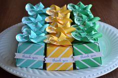 We R Memory Keepers Gift Box Punch Board Lifestyle Crafts Flower Pinwheel die