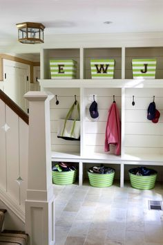 Love the baskets under bench for shoes and baskets above for storage - thinking beach gear, picnic gear, sport gear? Seasonal gear.