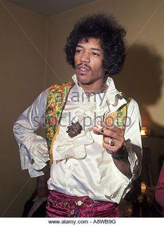 jimi-hendrix-us-rock-musician-in-1967-a8wb9g.jpg.cf.jpg (392×540)