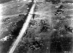 Vue aérienne de matériel allemand détruit de part et d'autre de la route Le Bas-Aubry-Chambois, localisation : maps.google.fr/maps?hl=fr&ll=48.803019,0.090637&s... On peut noter : -  l'ombre de l'avion photographe (un Spitfire ?) sur la route à peu près au milieu du cliché, là où il y a la marque de sa traversée par des véhicules. -en haut à droite une Citroën traction avant. -en bas à droite un camion Opel Maultier tractant une pièce d'artillerie l'obusier FH 18. -au-dessus un tracteur…