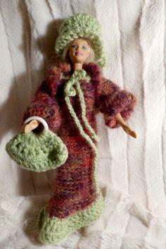 robe faite avec tricotin mécanique. veste aux aiguilles. sac et chapeau au crochet. réalisation Mireille  VALLAZ