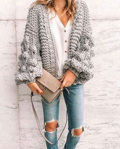I love this chunky knit sweater with honeycomb s… Stylish Oversize Knit Cardigan. I love this chunky knit sweater with honeycomb sleeve. I'm seeing this style a lot this Fall. This cardigan can be either casual or dressy. Pullover Outfit, Cardigan Outfits, Chunky Cardigan Outfit, Sweater Cardigan, Cardigan Fashion, Fall Fashion Trends, Winter Fashion, Fall Trends, Fashion Ideas