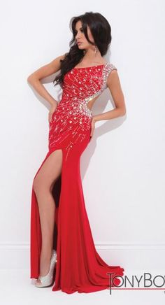 #prom #allure #dress #red @Terry Song Costa  #tonybowls #prom #dresses