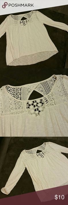 American Eagle top Off white with lace detail and 3/4 sleeves. VGUC American Eagle Outfitters Tops