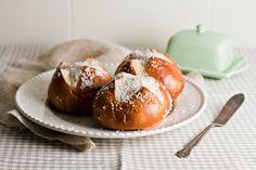 Hummingbird High - A Desserts and Baking Food Blog in Portland, Oregon: Soft Pretzel Bread Buns