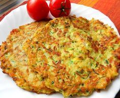 Courgette and potato pancakes with bacon Top-Rezepte.de - The combination of potatoes and zucchini is a bite to eat. Delicious zucchini and potato pancakes w - Slovak Recipes, Czech Recipes, Fast Dinners, Easy Meals, Healthy Meals For Kids, Healthy Recipes, Vegetable Pancakes, Potato Pancakes, Potato Dishes
