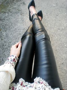 High Wasted Jeans, Leather Trousers, Nice Outfits, Leather Accessories, Real Leather, Latex, Rocks, Selfie, Legs