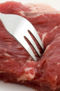 Tenderizing round steak is easy to do... This web site has a great deal of detailed information on cooking different cuts of beef!