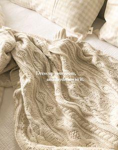 舒適針織面料/細緻編織感造型/可當蓋毯、披毯 Marketing, Blanket, Room, Bedroom, Blankets, Rooms, Comforter, Peace, Quilt