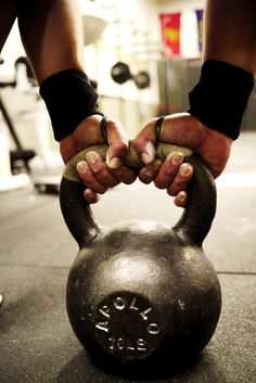 4 Common Kettlebell Swing Errors Made by CrossFitters - Tabata Times
