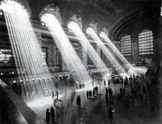 Grand Central Terminal NYC 1929. The sun no longer shines through like that due to the surrounding tall buildings. http://ift.tt/2EKGlxg