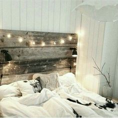 Bedroom is definitely one of the most important room at the home. Without the nice bedroom, you won't get quality sleep everyday. One way to decorate a comfortable and homey bedroom is by using these rustic bedroom ideas. Dream Bedroom, Home Bedroom, Modern Bedroom, Bedroom Decor, Bedroom Ideas, Headboard Ideas, Headboard Lights, Fall Bedroom, Romantic Bedrooms