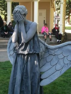 That's one creepy Halloween costume! It's so awesome I just might do this for cosplay
