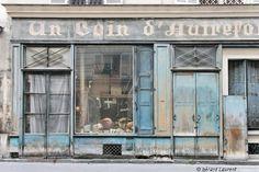 aller voir, rue Albert Thomas 75010 #Paris #travel Modern Buildings, Beautiful Buildings, Boutiques, Shop Facade, Good Old Times, French Cafe, Cafe Style, Store Windows, Paris City