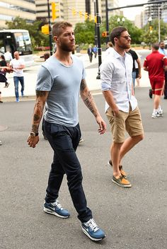 That stark difference between Sergio Ramos and Xabi Alonso's styles. loool