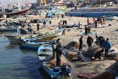 """10/08/14 Pescatori di #Gaza chiedono fine del blocco: """"È guerra economica"""". Viola gli Accordi di Oslo. LEGGI: http://m.aljazeera.com/story/201489131718364341"""