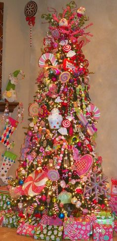 Trendy Christmas Tree Themes Colors Candy Land Ideas Happy New Year Candy Land Christmas, Whimsical Christmas, Beautiful Christmas Trees, Christmas Tree Themes, Noel Christmas, Pink Christmas, Christmas Tree Decorations, Christmas Crafts, Christmas Stuff