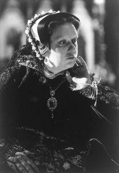 Kathy Burke as Mary I In Elizabeth 1998 Queen Mary Tudor, Royal Queen, Downton Abbey, V Drama, Jaime Winstone, Elizabeth 1998, Tudor Costumes, Mary I, Victoria
