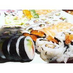 Nous vous proposons les meilleurs sushis à volonté de Paris, à consommer sans modération. Resto Paris, Sushi, Japanese, Ethnic Recipes, Food, Japanese Language, Essen, Meals, Yemek