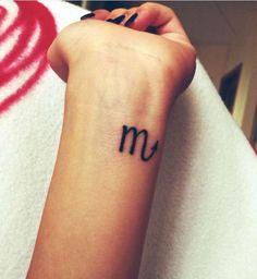Un tatouage du signe du scorpion