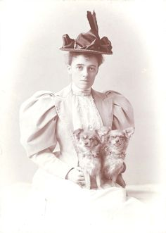 Edith Wharton (born Edith Newbold Jones, January 1862 – August was a Pulitzer Prize-winning American novelist, short story writer, and designer. Vintage Photographs, Vintage Photos, Antique Pictures, Vintage Postcards, Pekinese, The Age Of Innocence, Gilded Age, Gillian Anderson, Vintage Dog