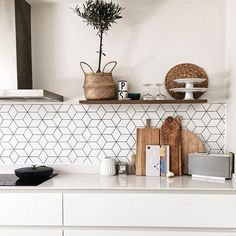 Chopping board collection and geometric Cube tile Home Decor Kitchen, Kitchen Living, Kitchen Interior, New Kitchen, Home Kitchens, Kitchen Tile Inspiration, Kitchen Wall Tiles, Cuisines Design, Open Plan Kitchen