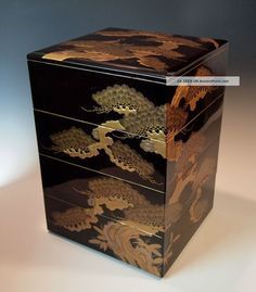 pictures of Jubako | ... Antique Japanese Lacquered Wood Jubako Edo Taka - Makie Stacking Boxes